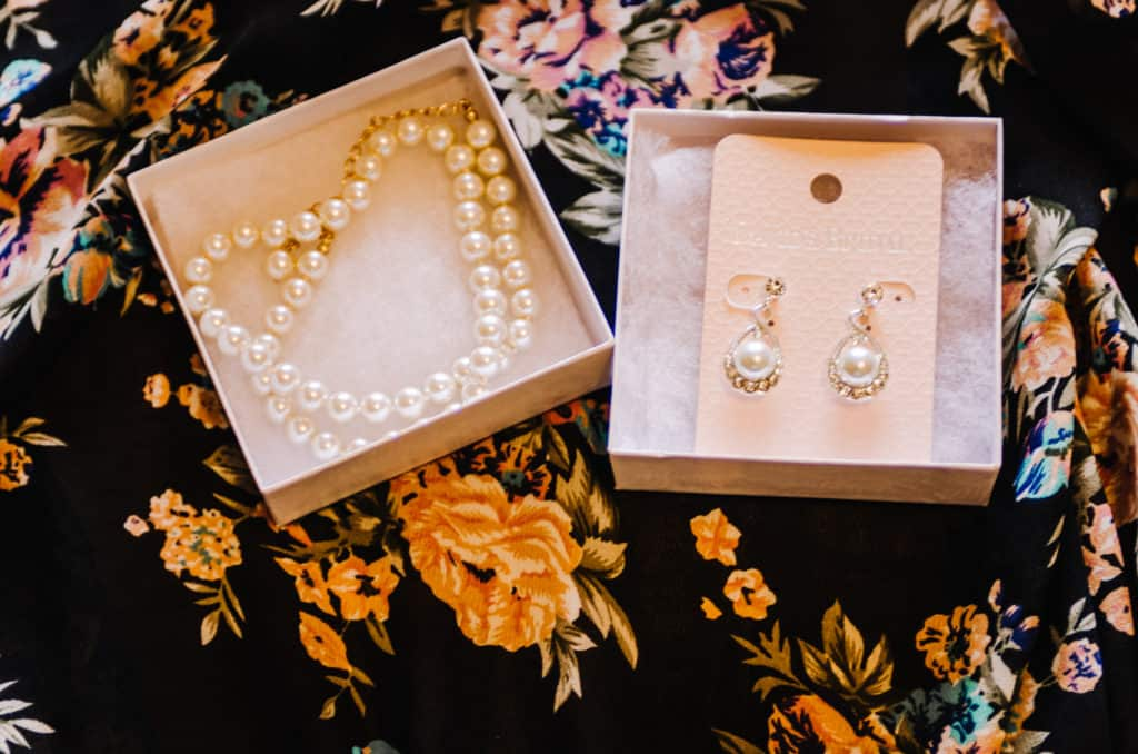 pearls, necklace, earrings, display box, gift, bride, bridal