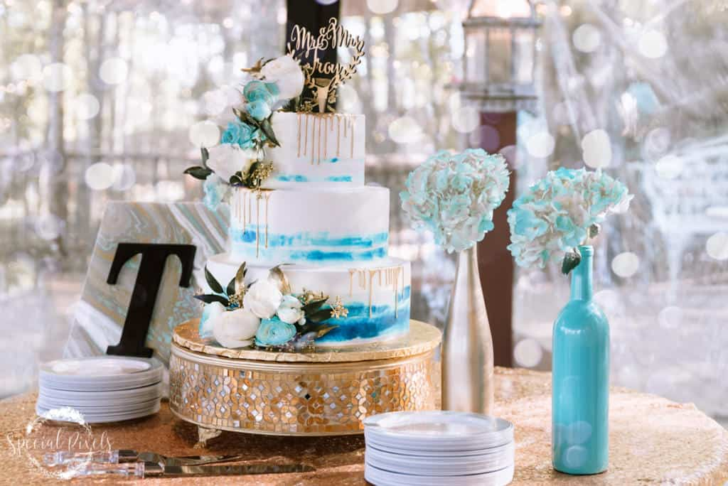 all things cakes, hydrangeas, marble cake, wedding cake, gold cake, hidden porch catoosa, tulsa wedding photographer, wedding cake