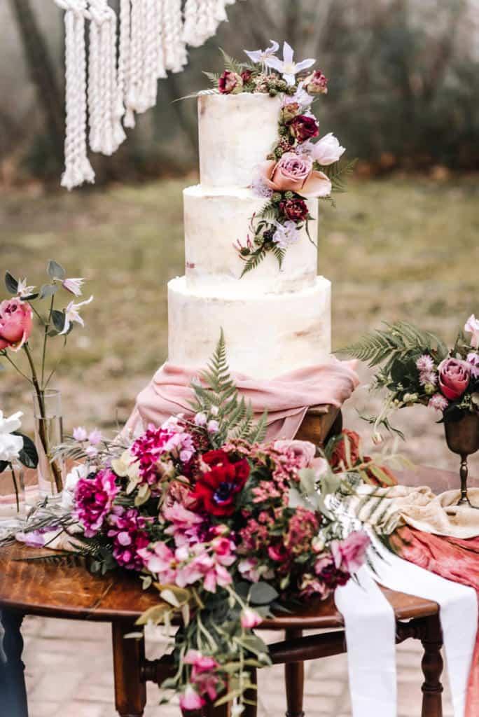 Oklahoma Wedding Florist, florist, floral, wedding design, boho, peonies, table setting, wedding photography, Broken Arrow photographers, Claremore florist, Bride, groom, bright and airy, outdoor, macrame, wedding rentals, Laurannae Bakery